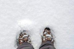 Winterschnee extrem Sportkonzept im Freien Mannfrauen bezahlt Beine I stockfoto