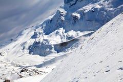 Winterschnee-Gebirgslandschaft lizenzfreie stockfotografie
