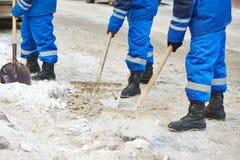 Winterschneeräumung oder Stadtstraßenreinigung Stockfotos