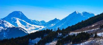Winterse Sneeuw Afgedekte Piek in Alaska stock afbeeldingen