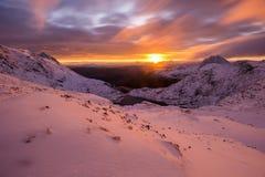 Winterse zonsopgang in Snowdonia stock fotografie