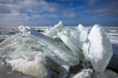 Winterslandschap, Winter landscape. Kruiend ijs op het IJsselmeer, Drifting ice on the IJsselmeer royalty free stock photos