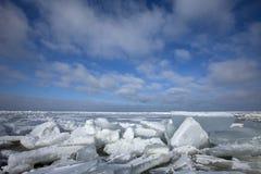 Winterslandschap, Winter landscape. Kruiend ijs op het IJsselmeer Nederland, Drifting ice on the IJsselmeer Netherlands royalty free stock photos