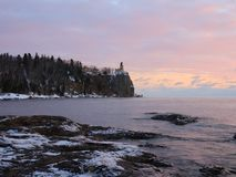 Wintersonnenaufgang auf Lake Superior Stockfoto