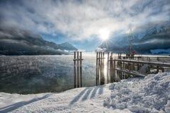 Wintersonnenaufgang am schönen See Achensee in Tirol, Österreich Lizenzfreies Stockbild