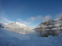 Wintersonnenaufgang am schönen See Achensee in Tirol, Österreich Lizenzfreies Stockfoto