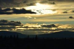 Wintersonnenuntergang in den Bergen Östliche Sayan Berge sibirien Stockfotos