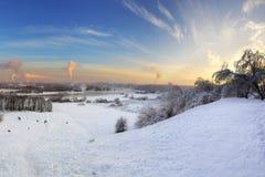 Wintersonnenuntergang in mittlerem Russland Stockbild