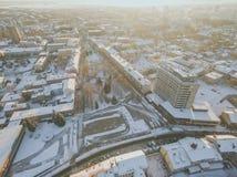 Wintersonnenuntergang in Panevezys, Litauen stockfotografie