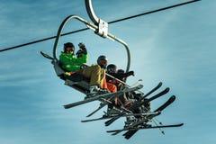 Wintersport滑雪电缆车 免版税库存图片