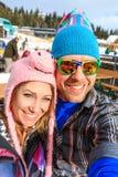 Wintersport selfiestående royaltyfri bild