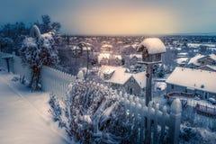 Winterstädtische landschaft während des Winters nach Schneesturm lizenzfreie stockfotos