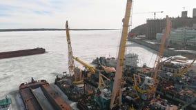 Winterstellung von logistischen Schiffen, Luftschmierfilmbildung stock footage