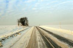 Winterstraße mit Schnee Stockfotografie