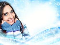 Winterstrickjackenfrau stockfoto