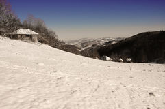 Winterszene in den Bergen. Lizenzfreies Stockbild