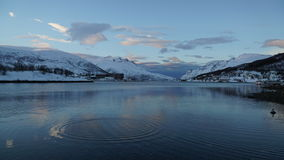 Winterszene: eine Ansicht von einem Fjord in Tromso, Norwegen Stockfotografie