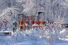 Winterszene im Park - Spielplatz Stockfoto