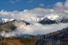 Winterszene in Rumänien, schöne Landschaft von wilden Karpatenbergen Lizenzfreie Stockfotografie