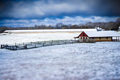 Winterszenen am Ackerland im südlichen Land Stockfotos