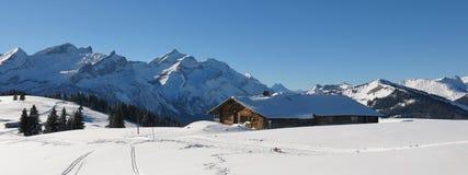 Wintertag in den Schweizer Alpen Ansicht vom Berg Hohe Wispile Stockfotografie