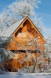 Wintertag im Dorf Stockbild