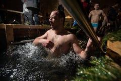 Wintertaufe im See Lizenzfreies Stockfoto