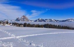 Wintertijdmening in het dorp van Stoos, Zwitserland Stock Fotografie