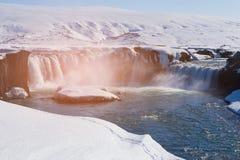 Wintertijdwaterval IJsland stock afbeeldingen