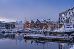 Wintertime сумерк гавани Tromsø Стоковые Фотографии RF