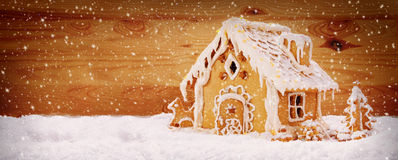 Winterurlaub-Lebkuchenhaus Lizenzfreies Stockfoto