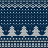 Winterurlaub-nahtloses strickendes Muster mit einem Weihnachtsbaum Stockfoto