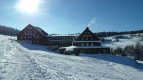 Winterurlauberholungsort in KrkonoÅ-¡ e Bergen Stockfotografie