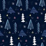 Winterwaldmuster mit Hand gezeichnetem Weihnachtsbaum Blauer nächtlicher Himmel mit Sternen und Schneeflocken Vektor-Hintergrund  Stockbild