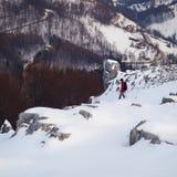 Winterwandern und -kalkstein Stockfotografie