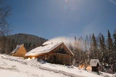 Winterwanderung in der Reserve 'Kuznetsk Alatau ' Russland lizenzfreies stockbild