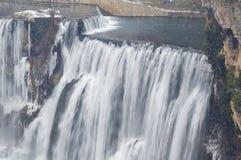Winterwasserfalllandschaft Stockfotografie
