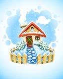 Winterweihnachtslandschaft mit Haus im Schnee Lizenzfreie Stockfotos