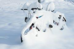 Winterwunderland - Schneefahrrad Lizenzfreies Stockfoto