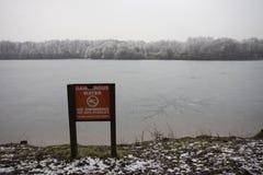 Wintery lake Royalty Free Stock Photos