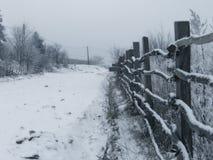 Winterzaun lizenzfreie stockbilder