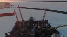 Winterzustand von logistischen Schiffen, Luftschießen stock video footage