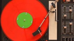 Winylowy dokumentacyjny gracz Bawić się piosenkę od starego turntable 4k odgórnego widoku zbiory