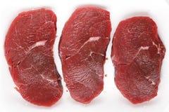 Winzige Steaks in einem Metzgerbehälter Lizenzfreies Stockbild