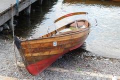 Wioślarska łódź przy Windermere jeziora okręgiem Zdjęcie Royalty Free
