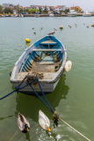 Wioślarska łódź unosi się na wybrzeżu Tuscany, Włochy Obraz Royalty Free