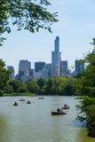 Wioślarskich łodzi Central Park jezioro Obraz Royalty Free