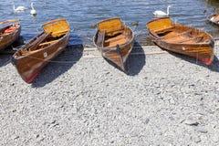 Wioślarskie łodzie cumowali przy Boweness na Windermere, Jeziorny Windermere Zdjęcia Royalty Free