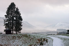 wiodąca moutain ścieżki sceneria w kierunku zima Zdjęcie Royalty Free