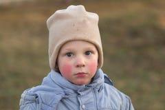 Wiosek dzieci Emocjonalny zakończenie portret w naturze Obrazy Stock
